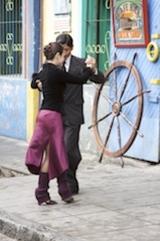 Tango_dancers_in_la_boca